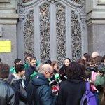 Frente al @Mineducacion la comunidad universitaria rechaza la reducción de los grados a 3 años #Vergüenza http://t.co/4Rx5Hlrcal