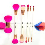 RT & Follow to #WIN a full make up brush set from our friends at @ububeauty. Ends 01.02.15 at 11.59pm. #competition http://t.co/eW8yMkQjuB