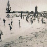 LIFE ON #COTTESLOE BEACH, 1906 - With construction of jetty, later demolished in 1952. #Perth @9Perth @STMPerth @929 http://t.co/5YLqqBHRBn