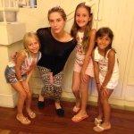 Kesha xega em Floripa e já aprende a dansar, bota a maum no joelho, da uma baxadinha... http://t.co/Msr2rnpzgQ