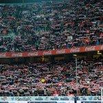 Magnífico ambiente anoche en el Sánchez-Pizjuán. #SevillaFC [Fotos: SFC]. http://t.co/tUbVT1eIcf