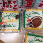 Packers Super Bowl cakes at a grocery store in Wisconsin http://t.co/H68bv5ZLSq (via @tjwacker, @Ryersonb25)