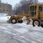 Still clearing main streets in downtown Charlottetown #PEI this am. What do you think of citys snowclearing efforts? http://t.co/DtaHgSswN9