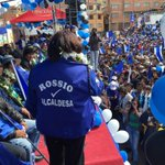 Candidata a la Alcaldía de Oruro Rossio Pimentel hace uso de la palabra frente a un gran marco humano... http://t.co/8VSHtPAUiO