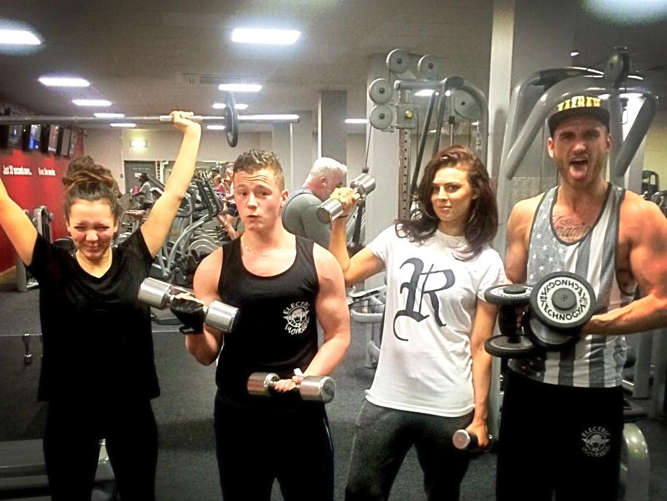 @CharlieClapham @charliewernham @nadinerose_x  Sibling workout with @mazfreshPT  McQueens vs Roscoes