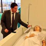 El Secretario de Salud de Chih, @PedroHF1 recorre la escuela de enfermería de CIMA @SSaludChih http://t.co/8xDZ03PJVj