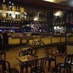 Place de la #bourse fermée à #bruxelles, alerte à la bombe, selon la police. Coincée dans un bar avec @FJadoulle http://t.co/pUTn9vfmDa