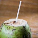 Água de coco em Búzios está mais cara que ação da Petrobras. http://t.co/ca0b5dnCaN http://t.co/xJxGKovMRB