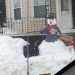 Dorchester snowman spotted by @AidensNunnie cc @universalhub http://t.co/6nUjHtv0m7