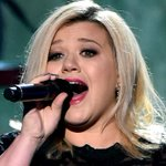 Kelly Clarkson has completely ripped off one of the greatest songs of the noughties http://t.co/DHR4AKMGr6 http://t.co/mqfoA12qxI