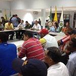 Alc @FredysSocarrasR lidera mesa d trabajo entre autoridades,Gbno m/pal y representantes de mototaxistas @PrensaVpar http://t.co/4EkTI7IFJK