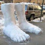 This is what 2 feet of snow means in NY http://t.co/3k3JRNqtL8