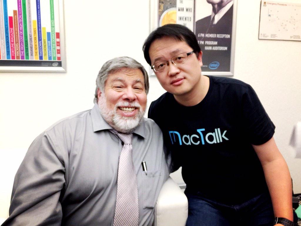 BigTalk之行,最大的收获就是见到了偶像沃兹,大神依然是那个老顽童,语速奇快手势迷人。写了这么多程序和文章,义务卖了那么多台Mac,才能和沃兹在一起照个相,我得有多拼啊! http://t.co/hemMkhUqHr