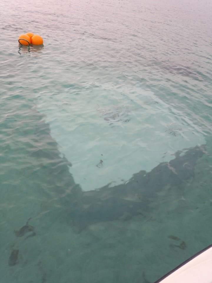 """美しい海、国民の財産を壊す犯罪です。中止して下さい。 """"@onelovetakae: 水深4mの砂地に20tのブロックを4枚重ね80tもの重さのブロックを辺野古の海に http://t.co/MhueLoQcXO"""""""