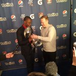 Teddy Bridgewater accepting the Pepsi Rookie of the Year Award. #Teddy2Gloves http://t.co/EEDrDHOCZS