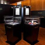 【最終日】ブルガリのチョコの回顧展は今日まで。100種のフレーバー展示 http://t.co/kDWiye8aC9 http://t.co/QJfu7bRru1