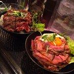 【飯テロ】神戸発祥 高田馬場で話題の山盛りローストビーフ丼 http://t.co/6EqSWUmFBO ごはんの上に自家製ダレがついた赤身のお肉が惜しみなく重ねられていて、食欲をそそられます。 http://t.co/E7ZchiMA9r