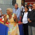 """#SucreSembrandoValores En el """"Aula de Calle"""" el Gobierno del estado Sucre cantó Cumpleaños a la Cultora María Pinto http://t.co/XRsDH859i6"""