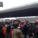 Demo steht vor dem Bremer Hauptbahnhof #Afdbpt #noafd http://t.co/9WKRrMHRtj