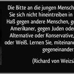 """""""Lernen Sie, miteinander zu leben, nicht Gegeneinander"""" (8. Mai 85) Ein großer Staatsmann. #RichardvonWeizsäcker http://t.co/49NsRTulxa"""