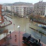 El río Ebro provoca inundaciones en Miranda de Ebro (foto @JSimondelatorre) http://t.co/K2XlRXWXdy
