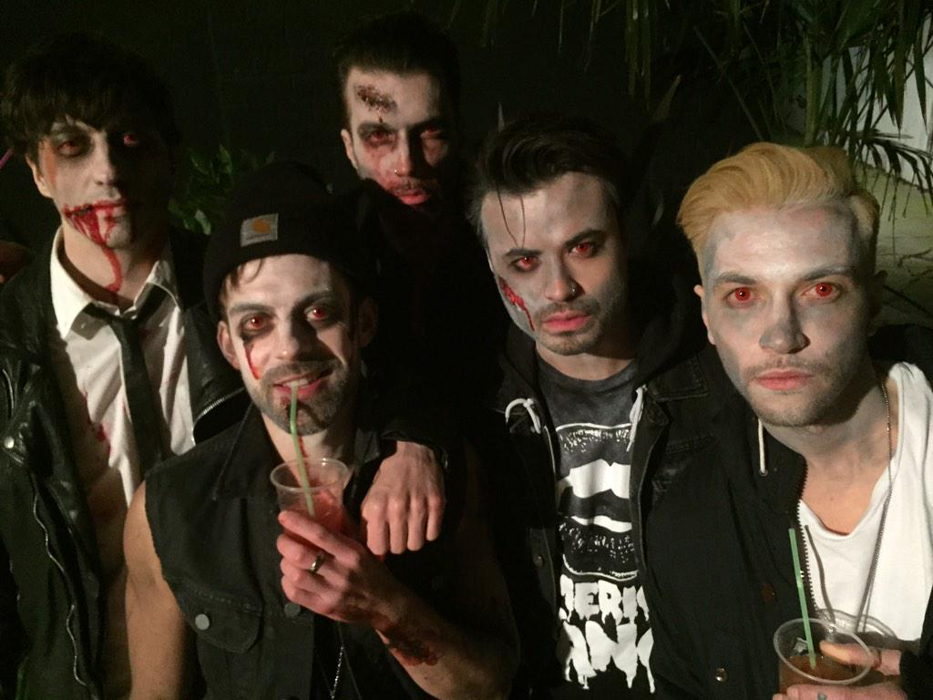 great to see @YoungGunsUK: The red eyed Undead at #edictmagazine #zombieapocalypse #youngguns http://t.co/1ZeIONslc6 http://t.co/hJijdY62yF