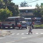Accidente en redondel Mons Rivera y Damas conocido como los Torogozes cerca del Ccc @alertux @eltraficosv_com http://t.co/qn3gtEm6DC