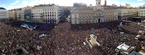 Panorámica de la manifestación. Así está la Puerta del Sol http://t.co/3EUFLPoHty  Foto: Alejandro Ruesga #EsAhora31E http://t.co/yDSLk0P7KX