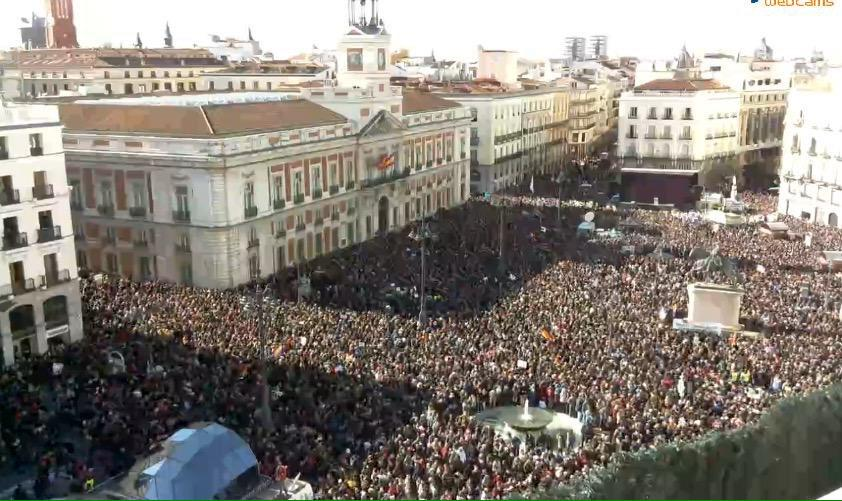 That awful Grau piece about Podemos being undemocratic? This is their tiny elite Leninist clique gathering in Madrid http://t.co/LeRnptDDCc