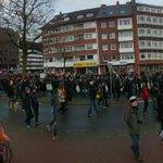 Sieht gut aus! Zu tausenden ziehen wir jetzt an der Weser lang Richtung Innenstadt #noafd #gegenrassismusbremen http://t.co/3z43stwiVN