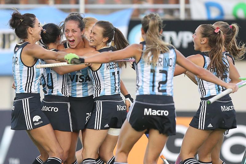 Hoy a las 20, 1º test: las Leonas vs. Italia en Rosario. Sin TV ni streaming, ni WIFI, ni fax ni paloma mensajera. http://t.co/tQOvelLiLU