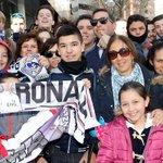 ¡Los aficionados madridistas ya animan en los alrededores del Santiago Bernabéu! #RealMadridvsRSO #HalaMadrid #RMLive http://t.co/9UqhfB5D9a