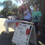 Students from @GardnerGrizzly #BeTheChange club doing a bake sale for the Silicon Valley Humane Society. http://t.co/FLxrbx1ch5
