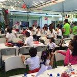 """Niños y niñas lanzan """"Aviones de los Versos"""" #PazSV en Residencia Presidencial @SECULTURASV @presidencia_sv http://t.co/QOHKuxVQAK"""