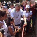 Rosario Mendoza y su hija reciben con lagrimas d alegría su nueva casa en #Badillo revolución social @FredysSocarrasR http://t.co/aeQJRLEkYM