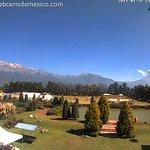Vista del Volcán @Popocatepetl_MX en este momento empezando explosión en tiempo real http://t.co/bdq8brfNoB http://t.co/MnIXSAqbVu