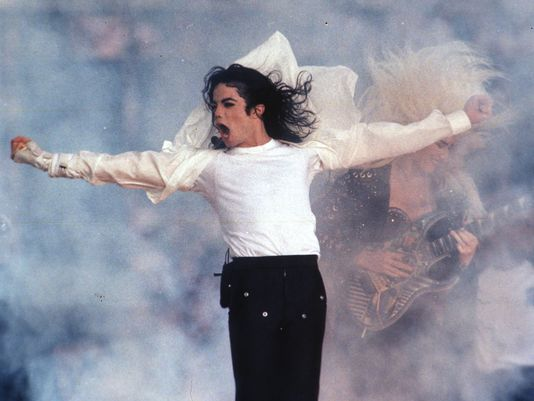 .@USATODAY chose Michael Jackson's 1993 #halftime performance as the best. Do you agree? http://t.co/82sEF9tQhY http://t.co/56SlvAVbTF