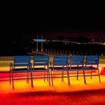 Même en hiver les chaises bleues vous attendent #croisette #Cannes http://t.co/Azs1MtZS9o