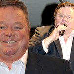 Ted Robbins collapses on stage during Peter Kays Phoenix Nights Live opening night http://t.co/NkD64sDSSj http://t.co/OPG046iwTN