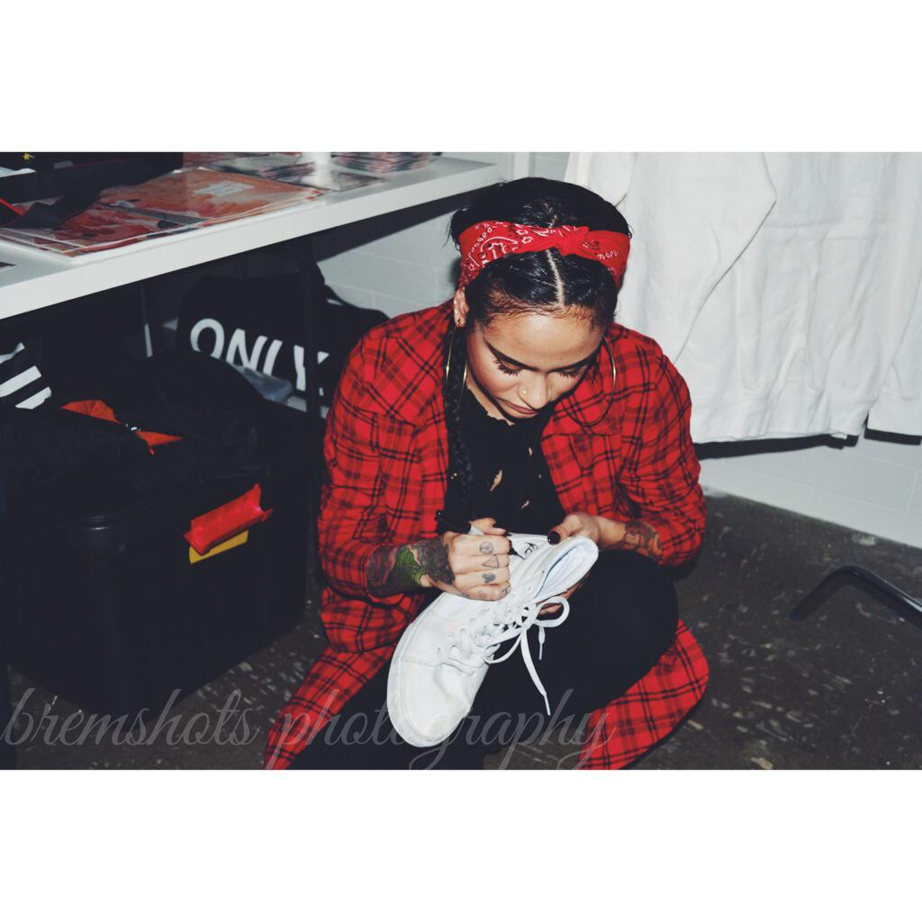 @kehlanimusic signed my kicks and showed so much love last night...s/o to her and the mob http://t.co/B03PlsxeHe