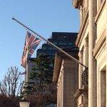 英国国旗を🇬🇧大使館で半旗の位置に掲げられています。英国民と日本国民の結束の象徴として。 Union Jack flies at half-mast over British Embassy Tokyo. 🇬🇧🇯🇵solidarity http://t.co/7xoG1SyVps
