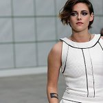 RT @Kstewartfans Tons of New HQ Pictures of Kristen at the Chanel show in Paris Jan. 27 (290+) http://t.co/SsicTxuM0J http://t.co/ImpY0yjROb