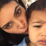"""@KimKardashian: I dont know if shes annoyed with my million daily kisses or my alien face 👽👄 http://t.co/UT2rmWRMGp""  North😢😢😍😍"