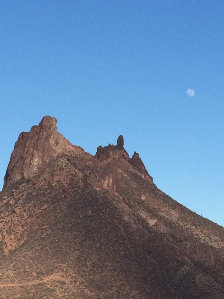 RT @lumabg1962: @El_Universo_Hoy el Tetakawi y la luna hoy. San Carlos, Sonora. http://t.co/5lpjeQByPu