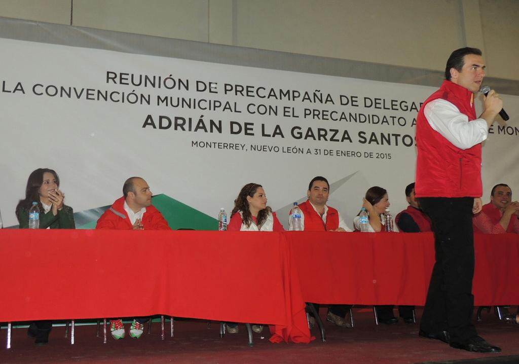 Hoy en el arranque de precampaña del precandidato a la alcaldía de Monterrey @Adrian_DlaGarza http://t.co/iIr6CJ2Pt9