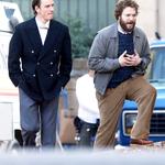 Первые фото с Майклом Фассбендером в образе Стива Джобса (и Сетом Рогеном в образе Стива Возняка) http://t.co/5s4TpZfZHL