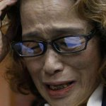 لم يكتفوا بتعذيب الأمهات العرب نقلوا إرهابهم لليابان ها هي أم الصحفي الياباني تنعي ابنها الذي نحرته داعش #KenjiGoto http://t.co/BILpzpiB1h