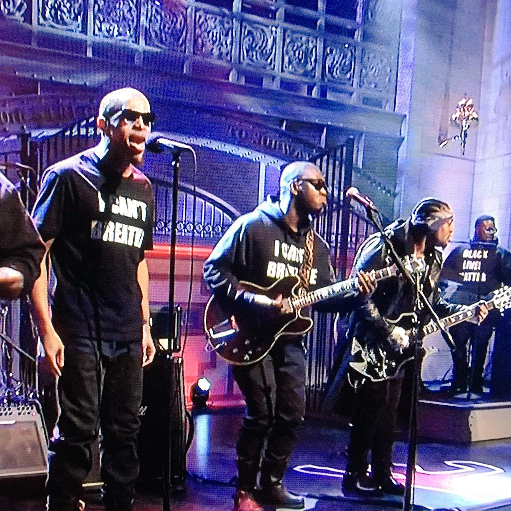 #BlackLivesMatter & #ICantBreathe tees worn by D'Angelo's band on #SNL tonight. Powerful. http://t.co/YdFksMTxaN