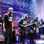 #BlackLivesMatter & #ICantBreathe tees worn by DAngelos band on #SNL tonight. Powerful. http://t.co/YdFksMTxaN