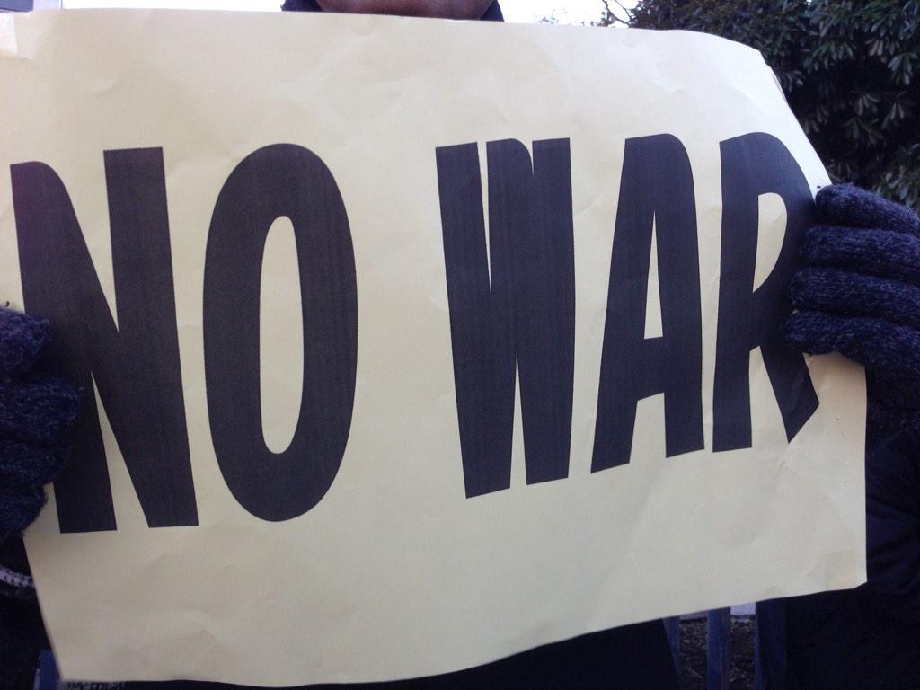 【朗報】 ケンモメン、官邸前で安倍晋三にNOを叩きつける wwwwwwwwwwwww(画像あり)